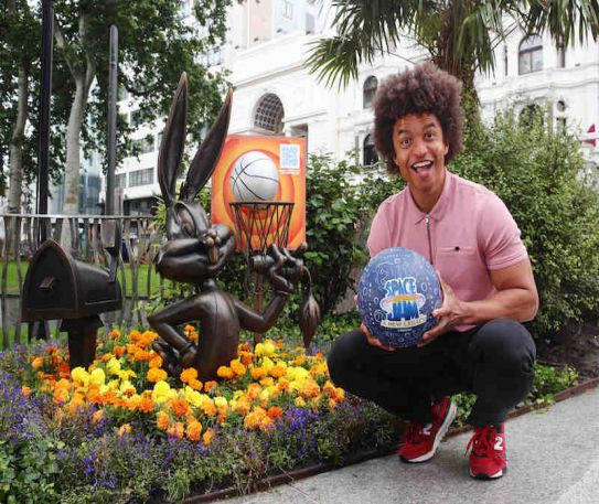 Bugs Bunny statue in Leicester Square celebrates new legacy of basketball stars to mark upcoming film, Space Jam: A New Legacy